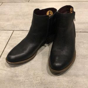 Kenzie Black Leather boots 7